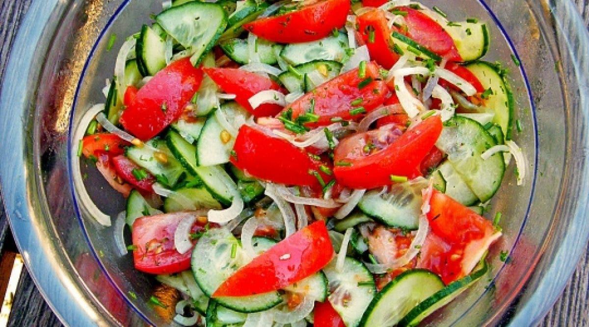 Cette recette de salade dégonfle le ventre et permet de perdre du poids