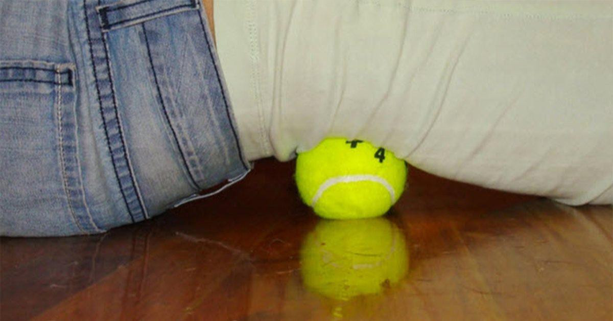 Apprenez à utiliser une balle de tennis pour soulager le nerf sciatique et le mal de dos