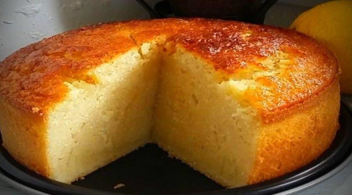Gâteau au lait et à la semoule sans sucre, ultra moelleux parfumé à la vanille et au citron et tellement bon