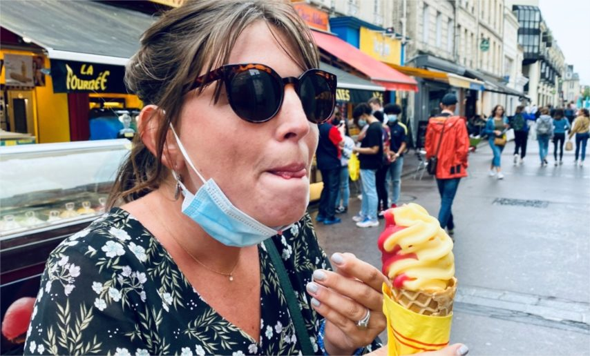 Port du masque obligatoire : une femme verbalisée alors qu'elle mange, est-elle en tort ?