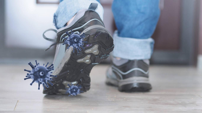 Les chaussures peuvent-elles «porter» le coronavirus? ? les scientifiques répondent