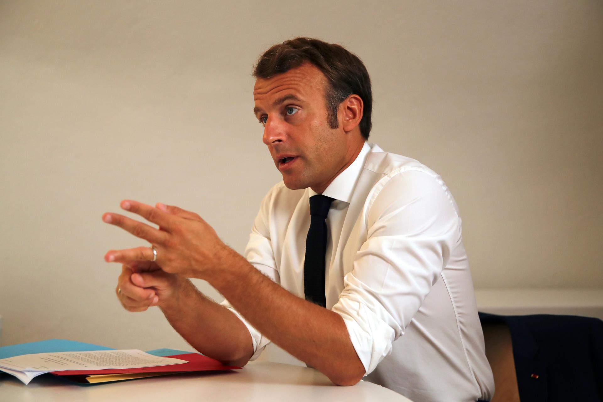 Face au Covid-19, Macron envisage des reconfinements ciblés