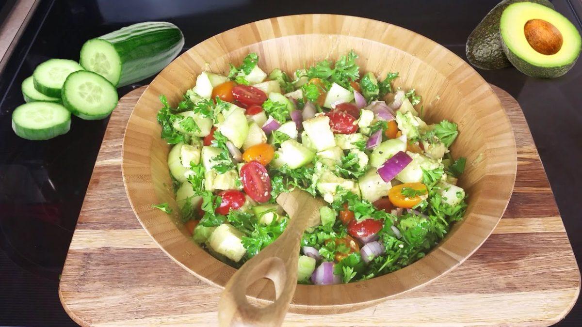 Cette salade dégonfle le ventre et donne un ventre plat.